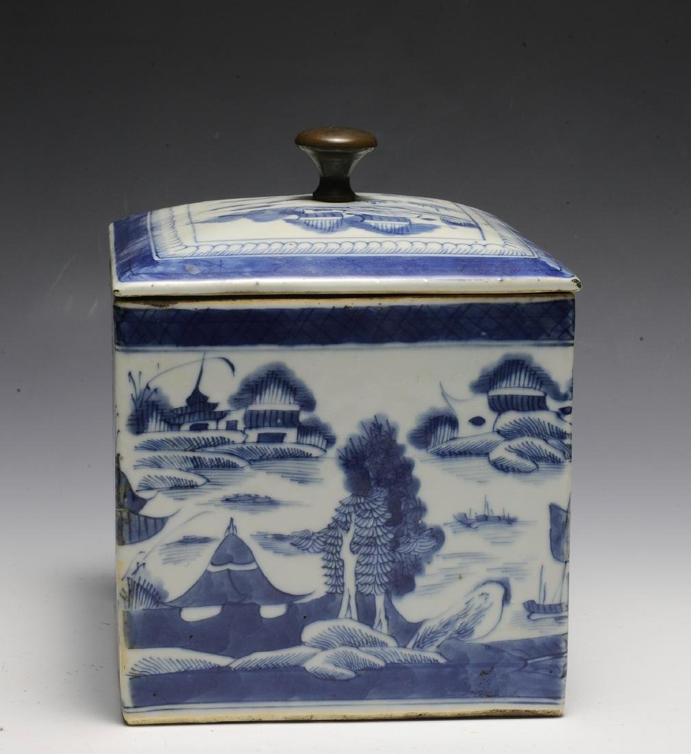 Chinese Blue & White Porcelain Box, 19th  Century - 3