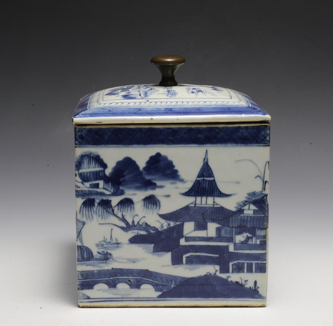 Chinese Blue & White Porcelain Box, 19th  Century - 4