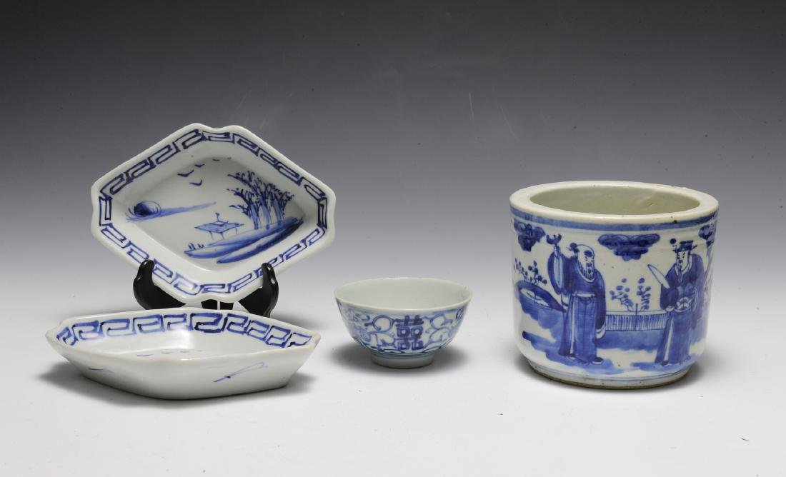 Group of 4 Chinese Small Blue & White Porcelains 19th C