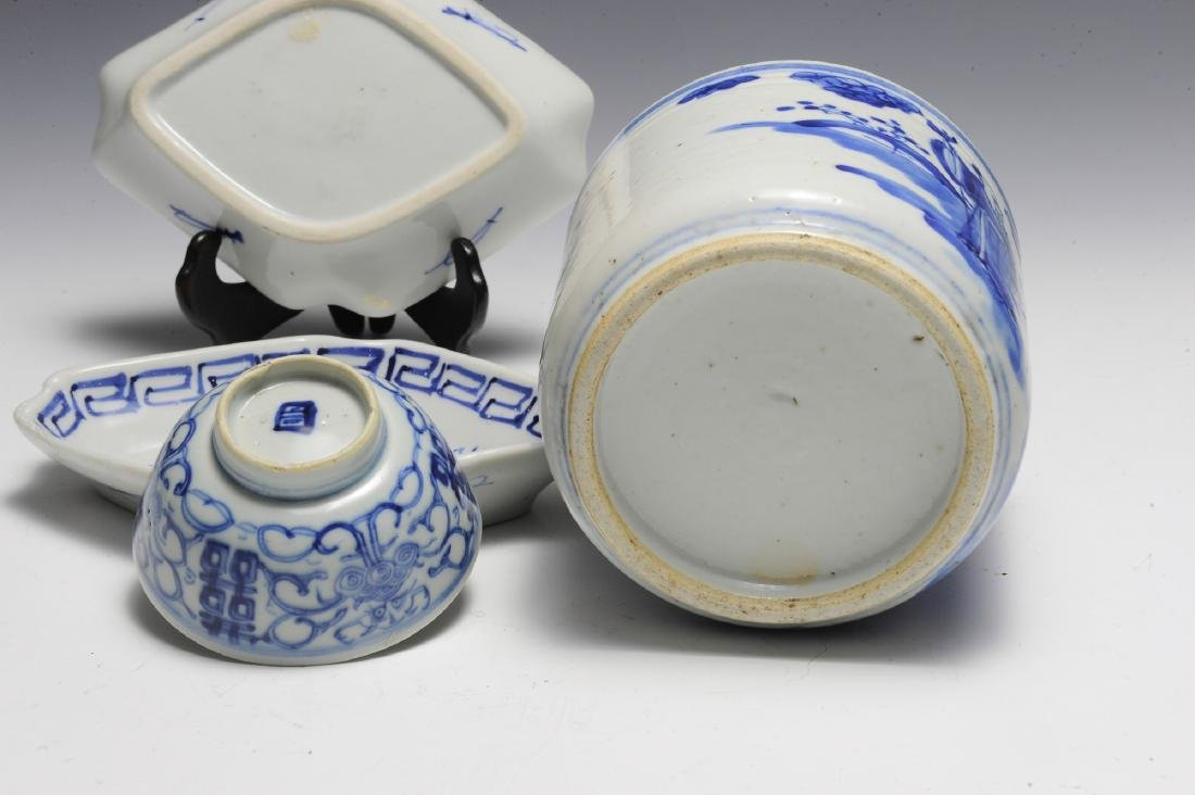 Group of 4 Chinese Small Blue & White Porcelains 19th C - 5