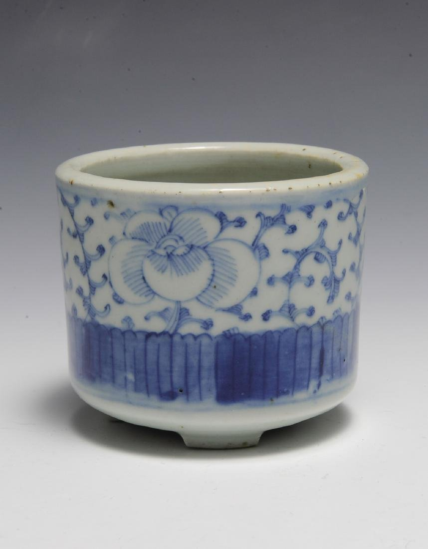 Small Chinese Blue & White Brush Pot, 19th C - 2