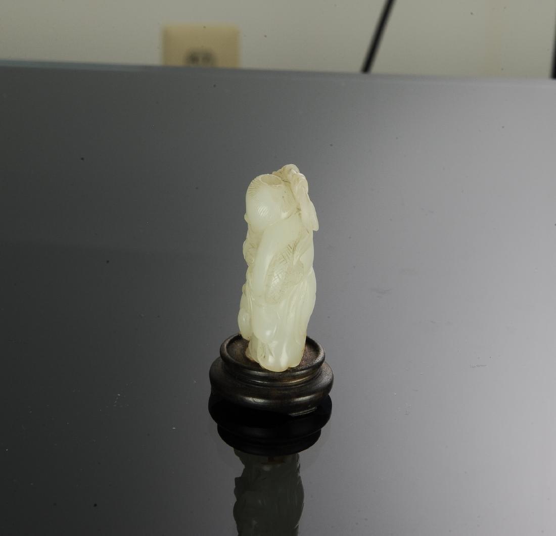 White Jade Snuff Bottle Carved w/ Liu Hai, 18th Century - 5
