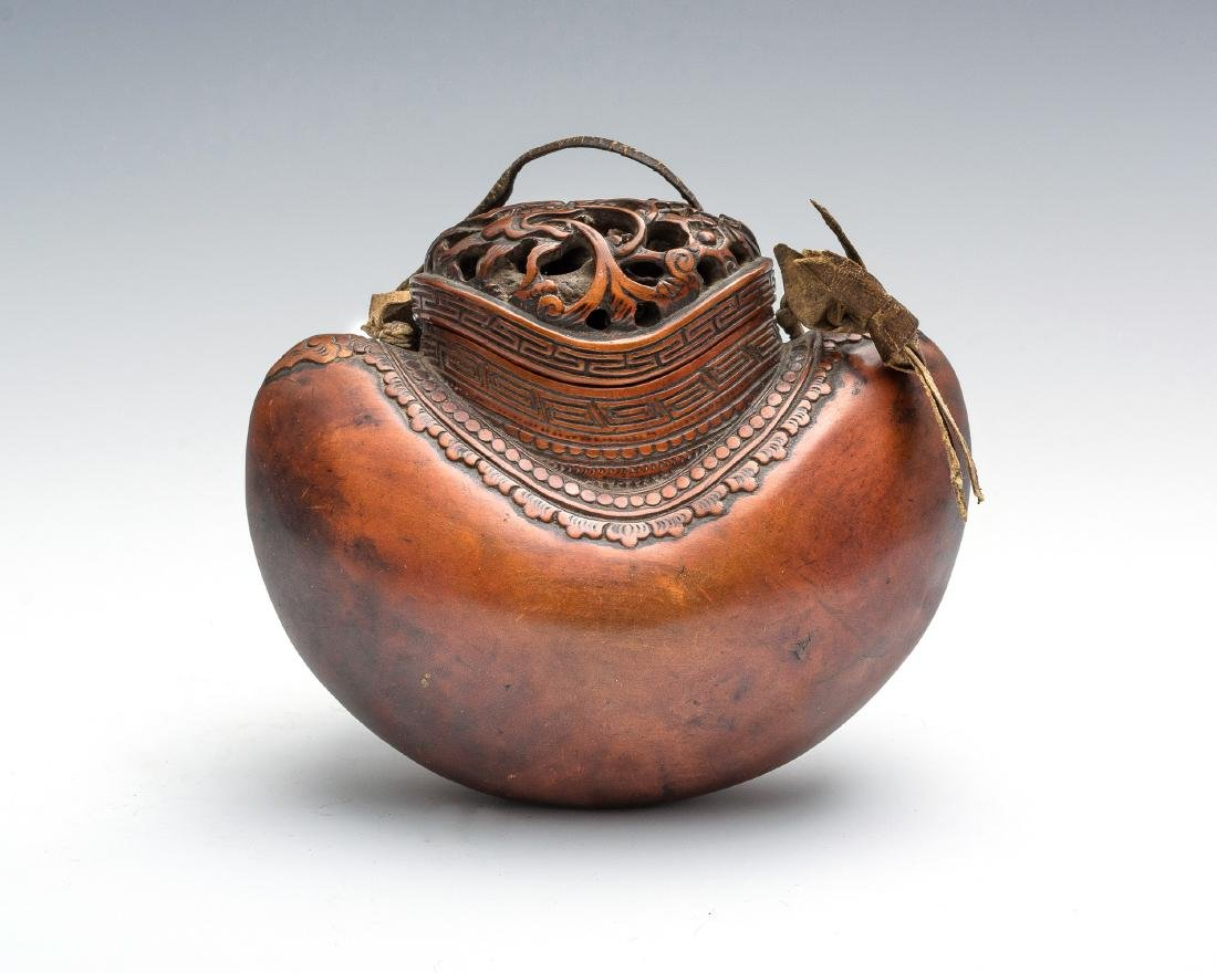 Japanese Carved Gourd-Form Tobacco Pouch, 18th Century