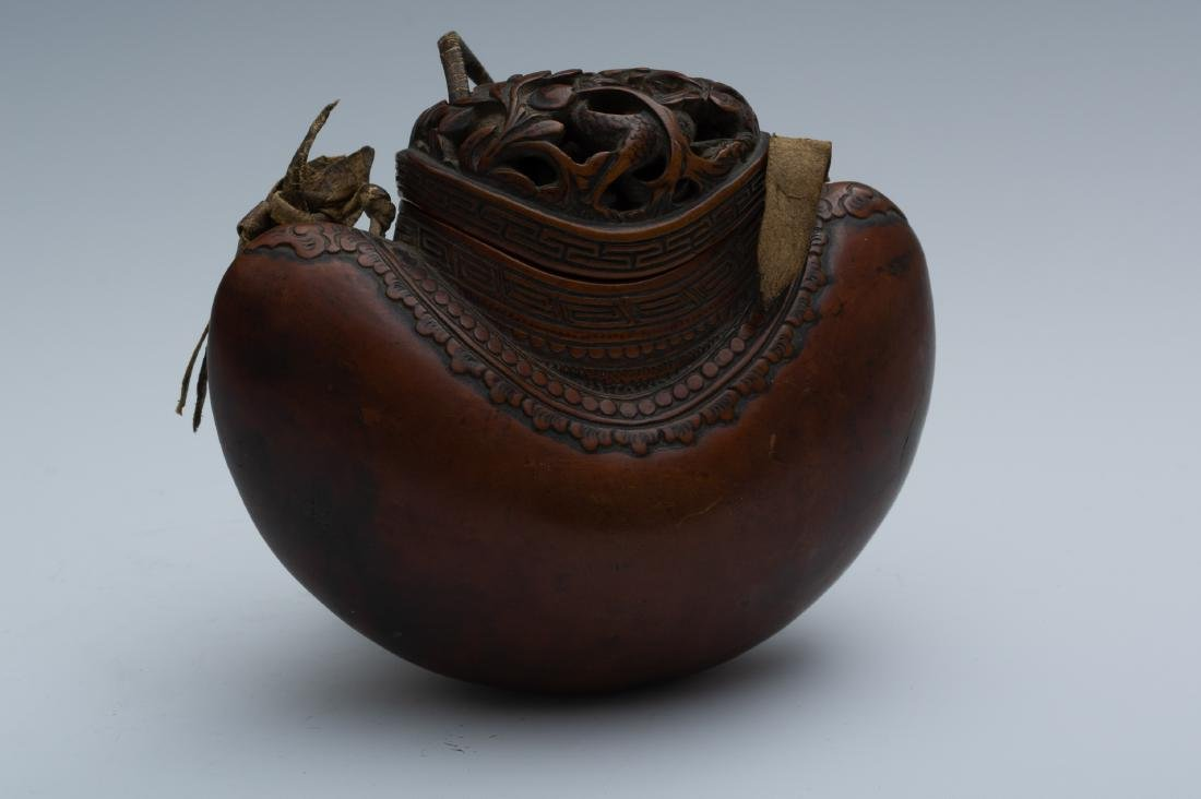Japanese Carved Gourd-Form Tobacco Pouch, 18th Century - 3