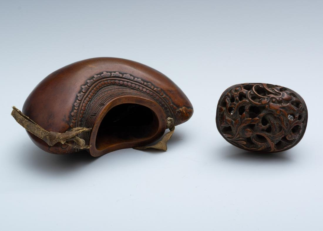 Japanese Carved Gourd-Form Tobacco Pouch, 18th Century - 4