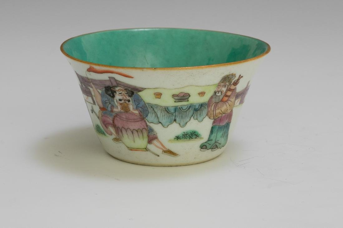 Chinese Famille Rose Cup w/ 5 Figures, 19th Century - 4