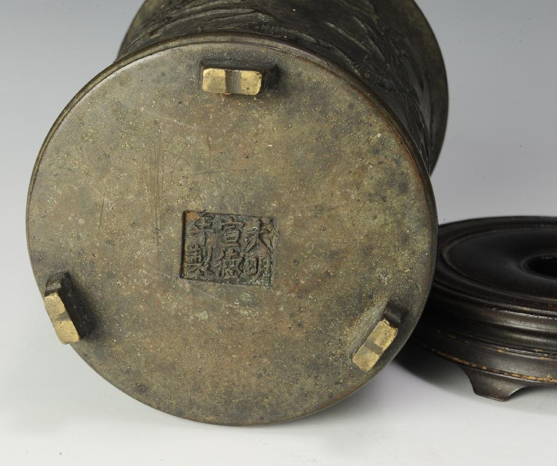 Chinese Bronze Brush Pot w/ Stand, 17th -18th Century - 6