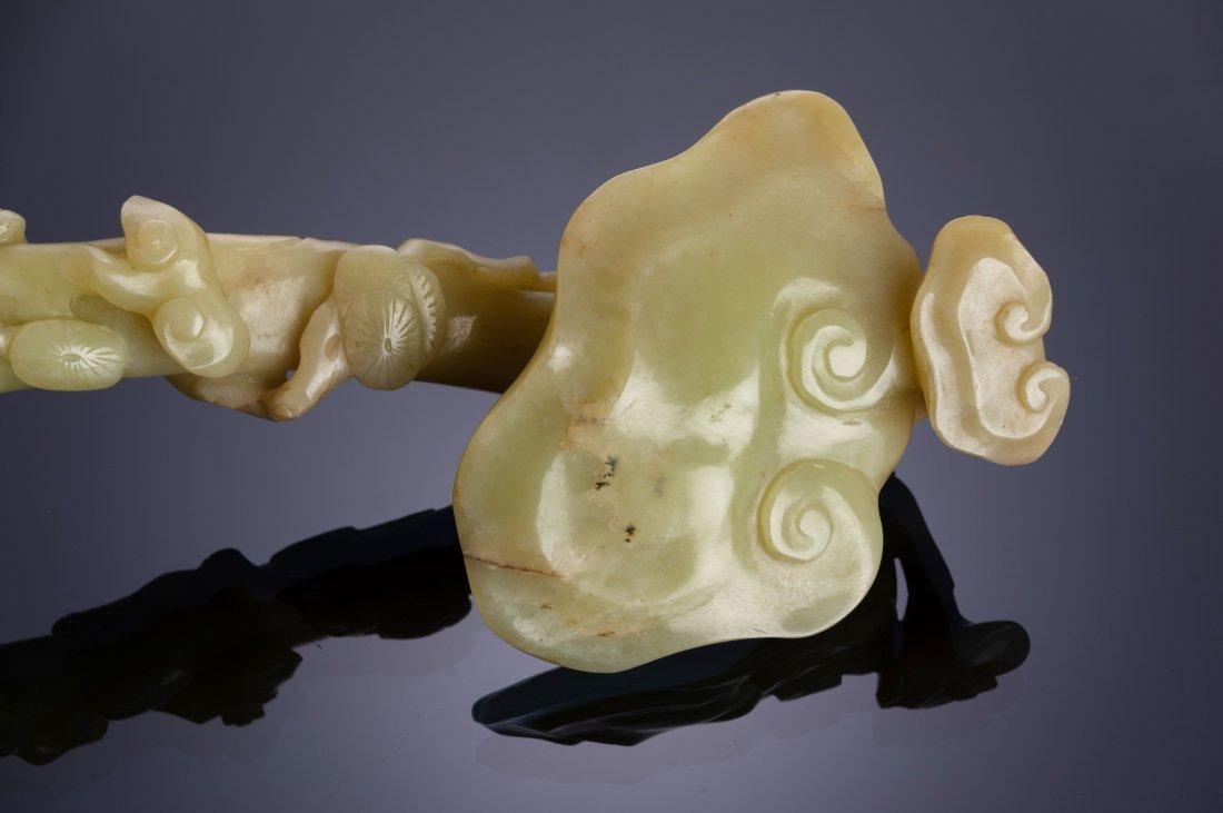 Yellow Jade Lingzhi Shaped Ruyi, 18th-19th Century - 2