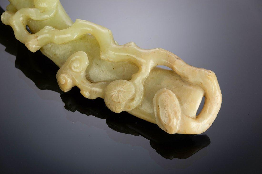 Yellow Jade Lingzhi Shaped Ruyi, 18th-19th Century - 5