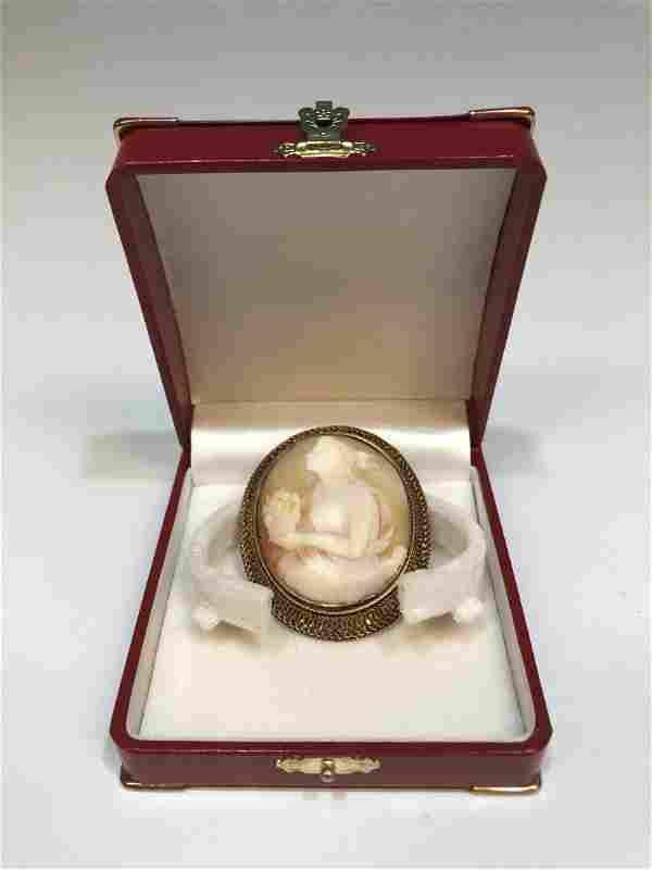 Antique 14K Gold Shell Cameo Brooch / Pin
