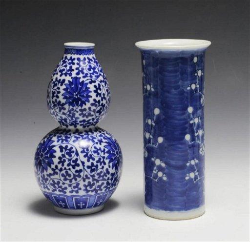 2 Small Blue White Chinese Porcelain Vases