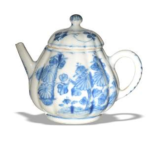 Chinese Blue and White Export Teapot, Kangxi Period
