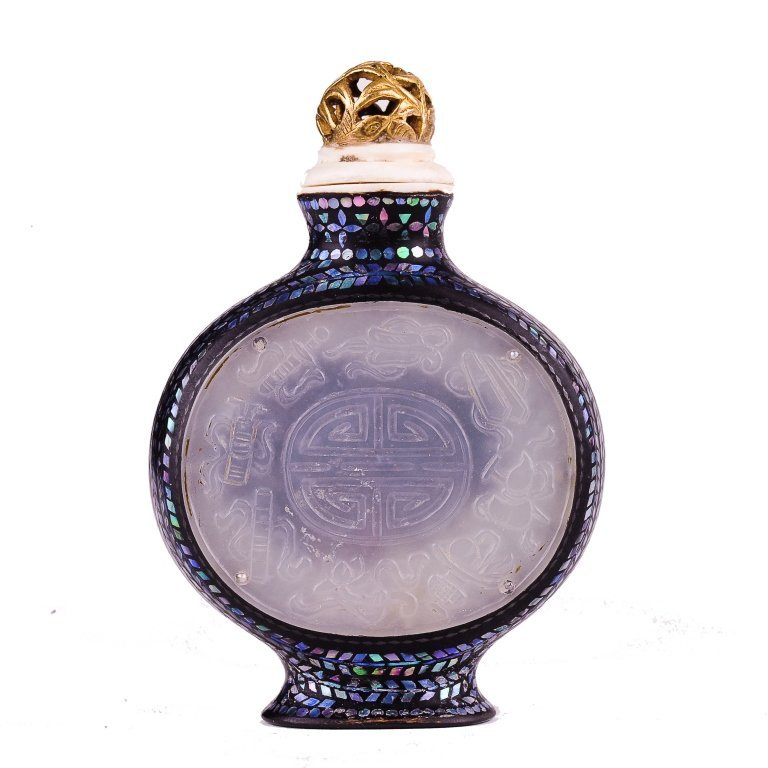 A snuff bottle with jade	 19th - 20th century