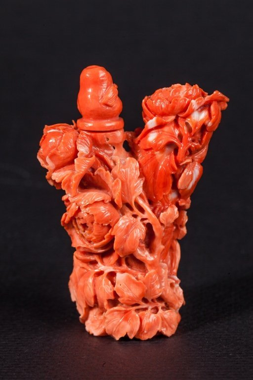 A carved coral snuff bottle	 19th-20th century