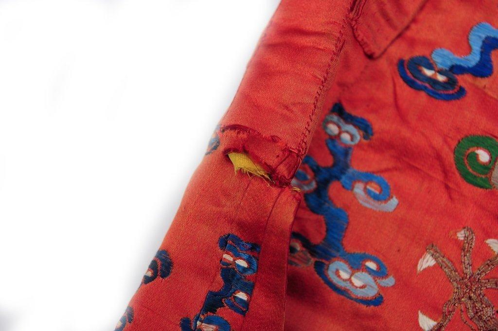 Small Red Ground Silk Dragon Robe, 19th Century - 3