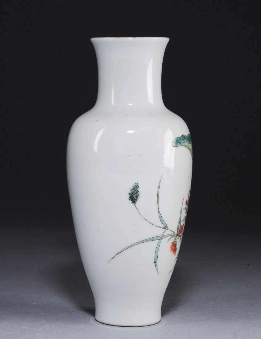 A Famille Rose Vase with Flowers, Republic Period - 3