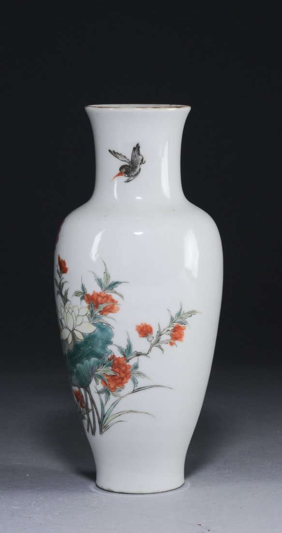 A Famille Rose Vase with Flowers, Republic Period - 5