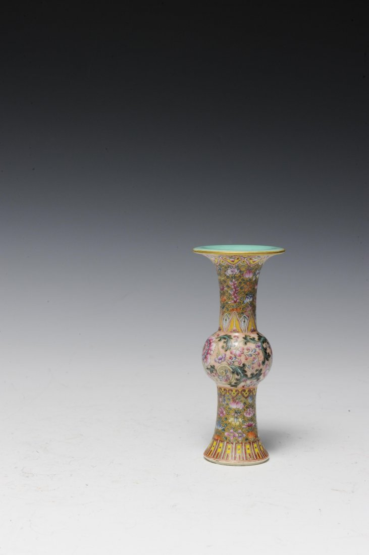 Small Famille Rose Gu Vase, Early 20th Century - 4