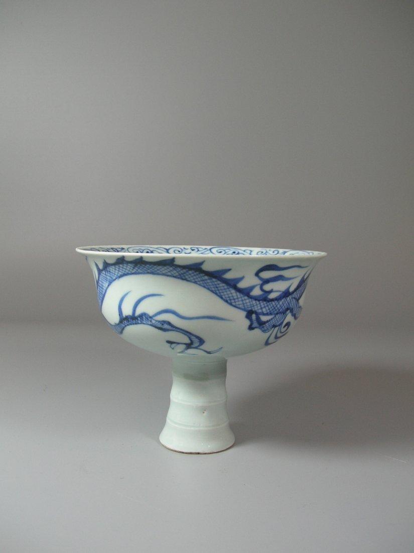 Fine Yuan-Style Blue and White 'Dragon' Stem Bowl - 2