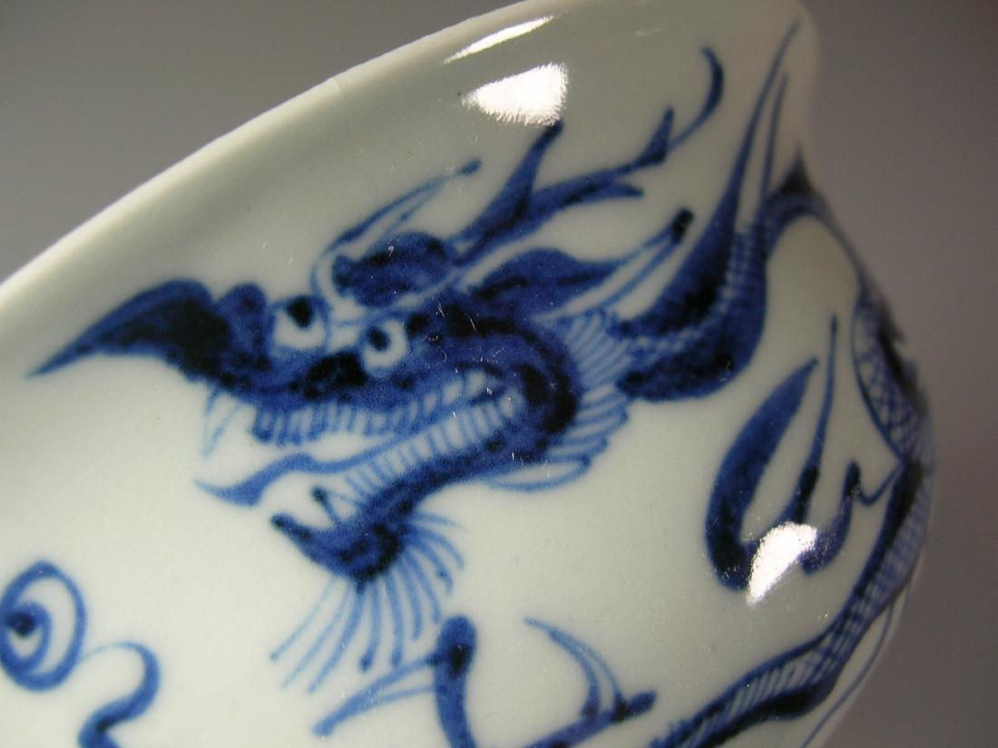 Fine Yuan-Style Blue and White 'Dragon' Stem Bowl - 6