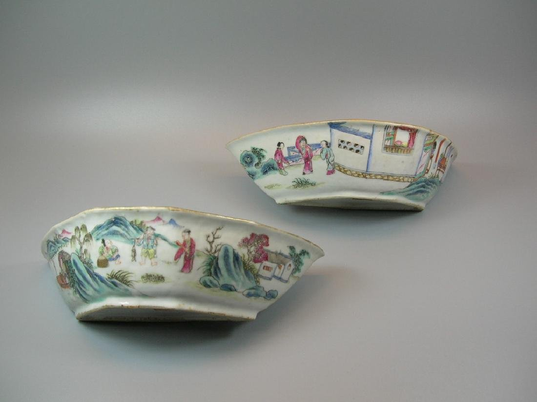 Two Famille Rose Crescent-Shaped Dishes 19th C - 3