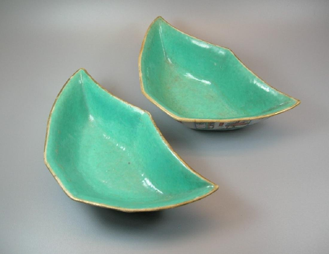 Two Famille Rose Crescent-Shaped Dishes 19th C - 4