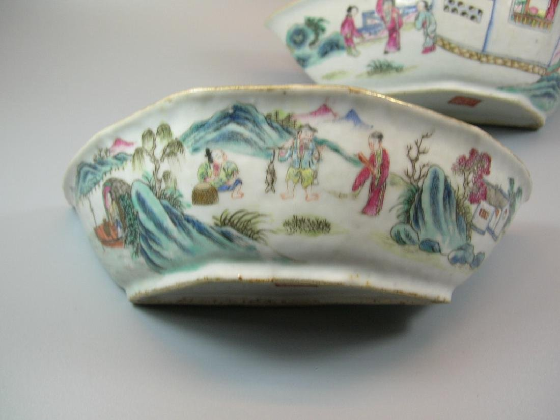 Two Famille Rose Crescent-Shaped Dishes 19th C - 6