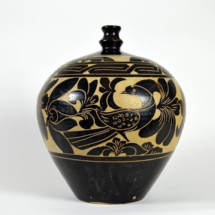 Exceptional Large Cizhou-Type Globular Vase Song / Jin