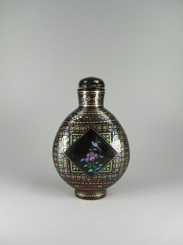 Fine Japanese Lac Burgaute Snuff Bottle 19th Century