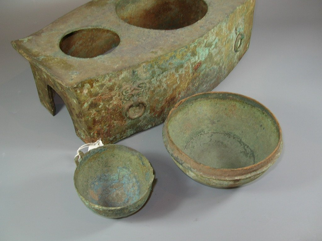 Unusual Han Dynasty Portable Bronze Oven - 8