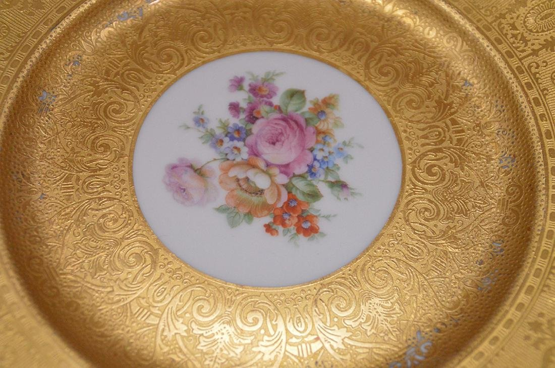 5 dinner plates with floral center and gilded border, - 2