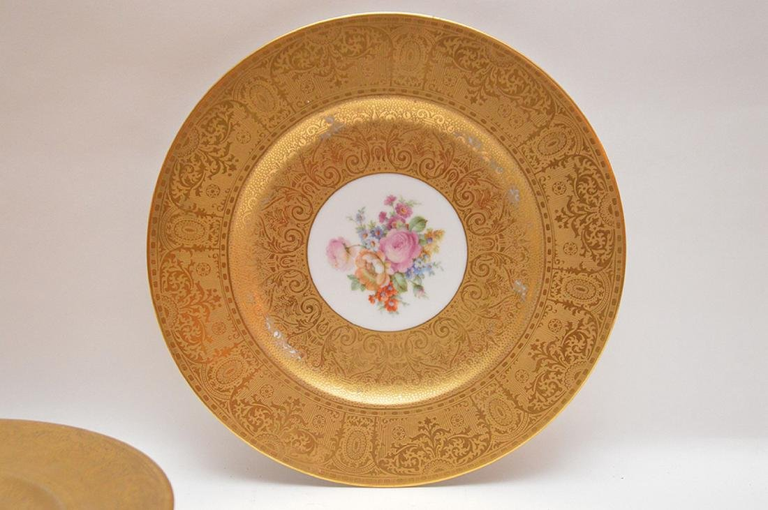 5 dinner plates with floral center and gilded border, - 3