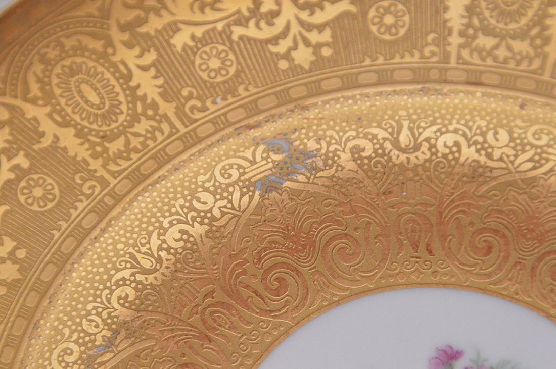 5 dinner plates with floral center and gilded border, - 4
