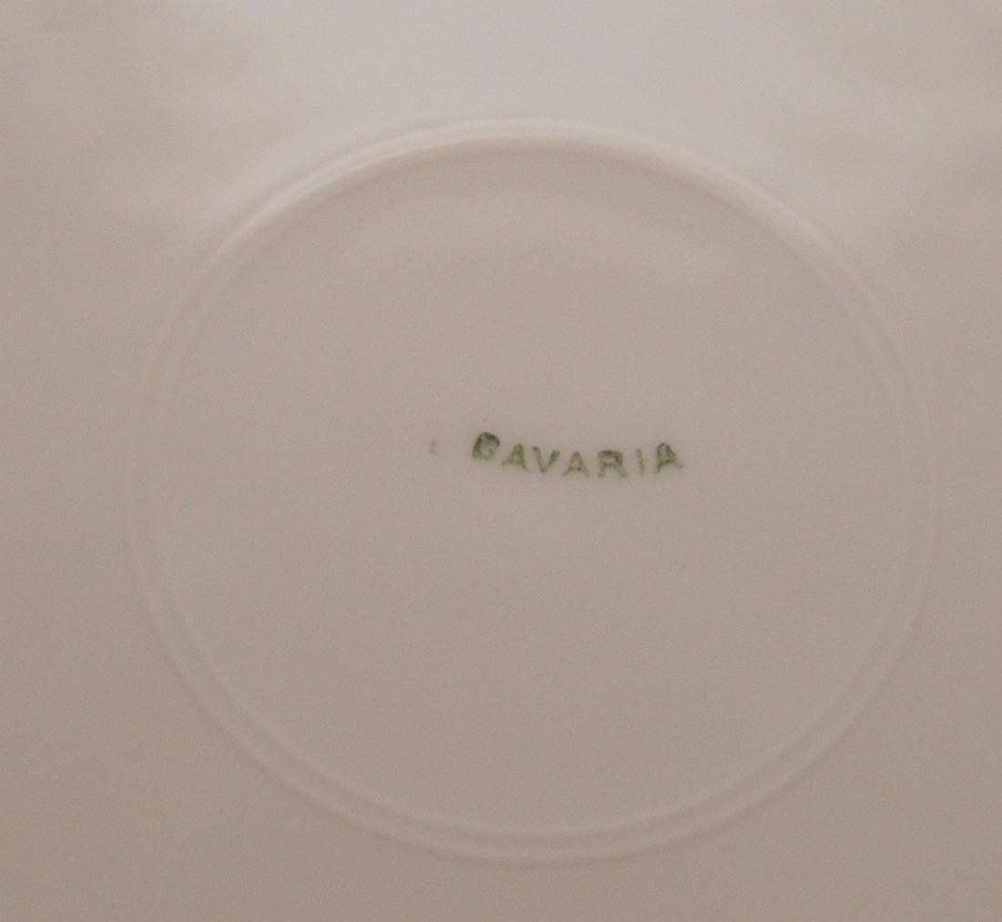 5 dinner plates with floral center and gilded border, - 5
