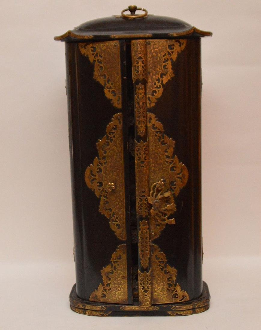 Japanese enclosed lacquered altar with brass fittings, - 2