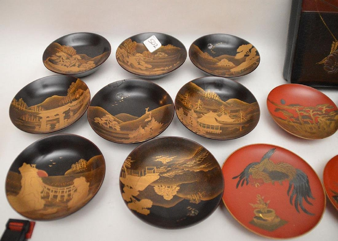 Lot of assorted lacquered bowls and one square box - 2