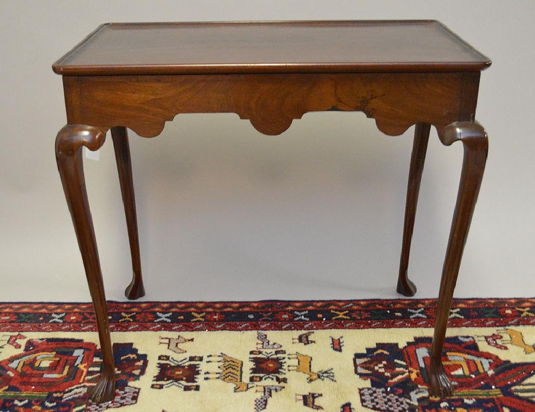 Mahogany console tea table queen Anne style with 2
