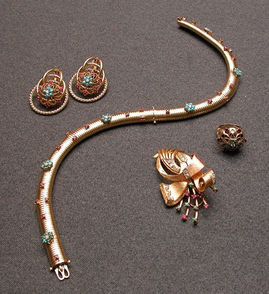 504: 4 pc set: bracelets or necklace pin ring earrings