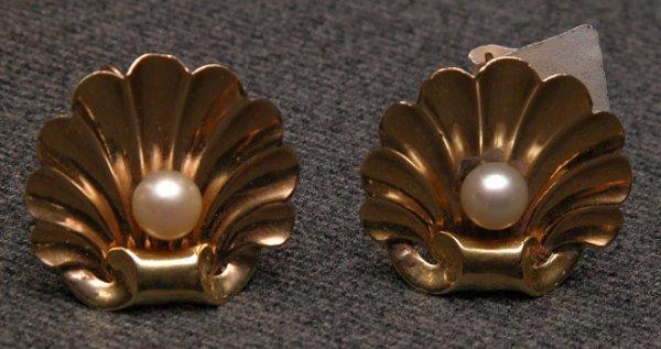 516: Shell earrings with screw backs, 6mm pearls set in