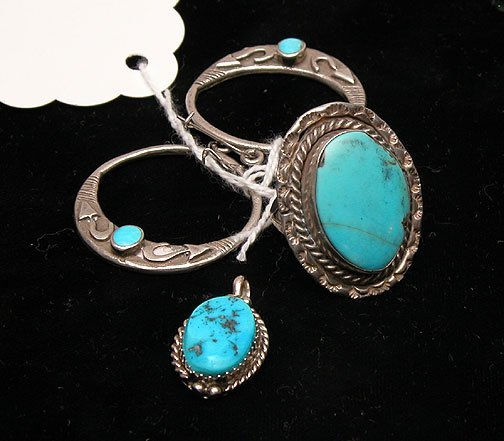 520A: 4 pieces: Amer. Indian type ring, earrings and sm