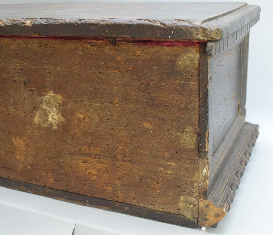 Continental 19th c. carved casket for jewels or - 8