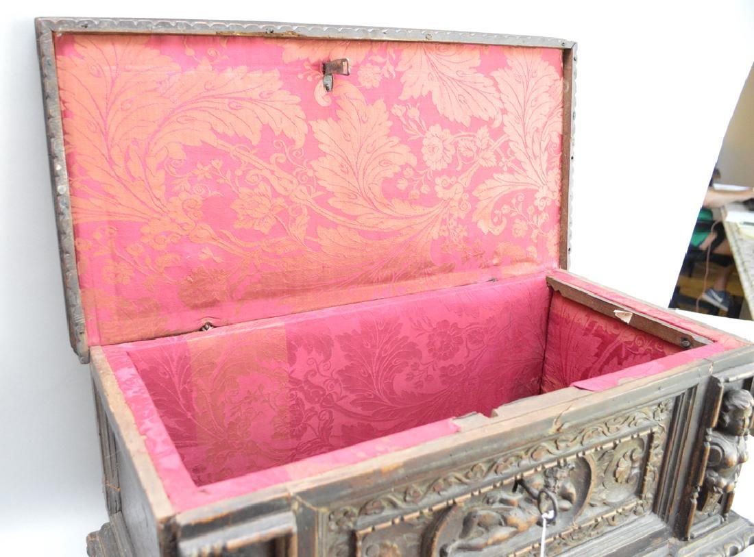 Continental 19th c. carved casket for jewels or - 9
