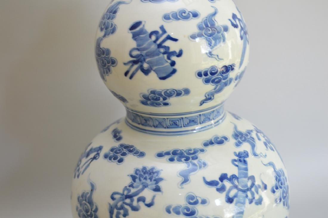 Chinese Porcelain Vase with double bulbous body and - 5