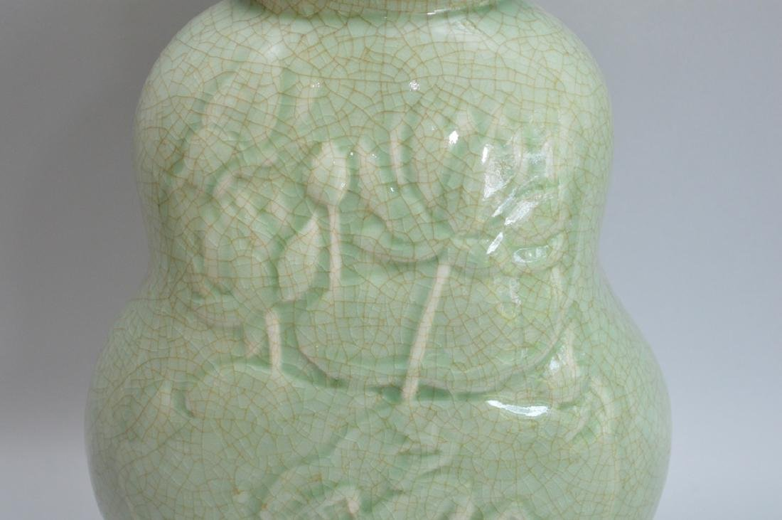 Chinese Celadon vase, early 20th c, frog and lily pad - 2