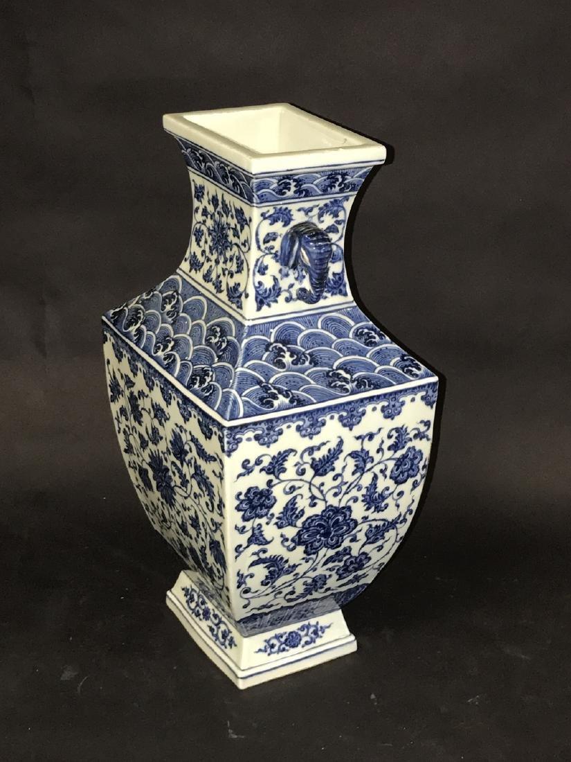 Large Chinese Porcelain Blue & White Vase with elephant - 2