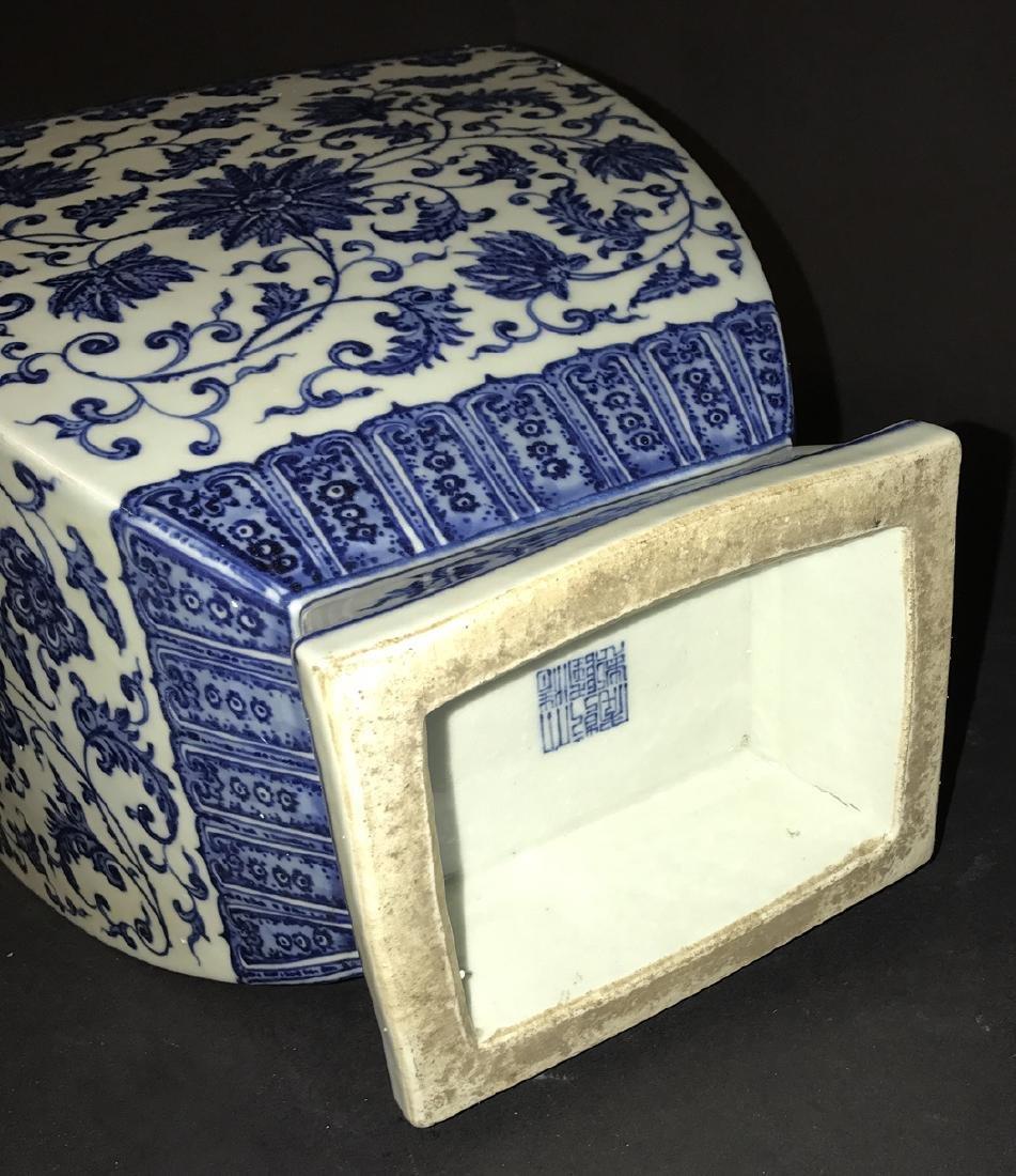 Large Chinese Porcelain Blue & White Vase with elephant - 4