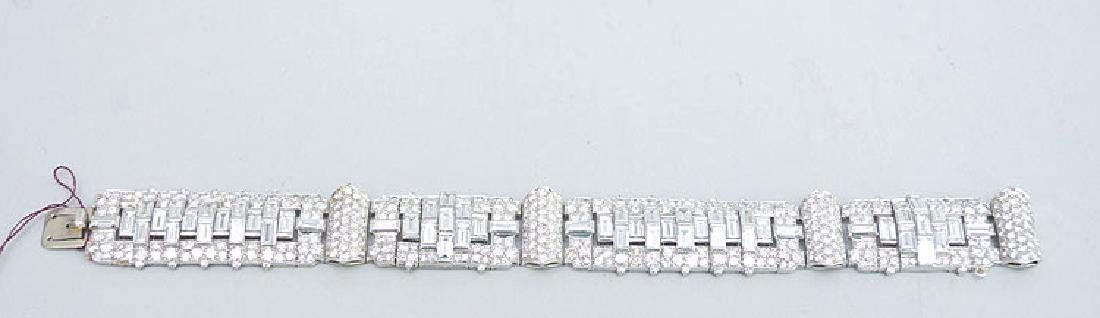 Ladies antique 18kt white gold diamond bracelet, est.