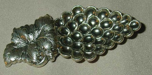 7A: Gianmari Buccellati sterling decorated spoon grapes