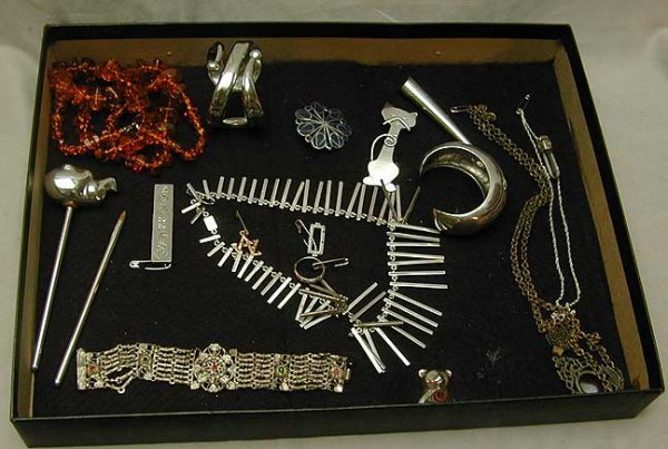 8A: Sterling and gold box lot containing 17 pieces. (1)