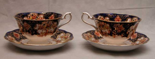 19: 10 Royal Albert cups and saucers